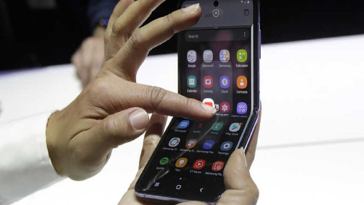 Samsung Flip Phone – Datasheet, Dual Cameras, and More