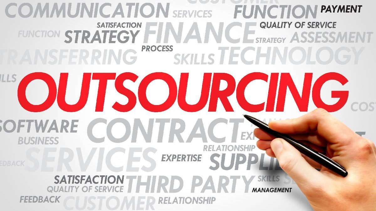 3 huge benefits of outsourcing parts of your business